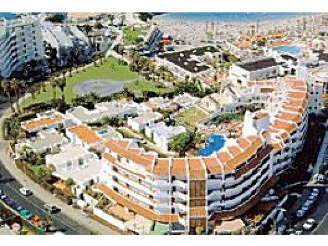Self-catering apartments with pool and sea views in San Eugenio Tenerife - Overlooking Puerto Colon